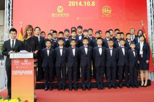 """恒大发力青训落子有力 众国脚寄语中国未来之星 """"每年投入五千万-新闻联播"""